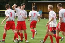 Fotbalisté Hovězí doma prohráli s Valašskými Příkazy 0:1.