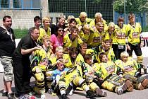 Mladší dorostenci HBC Vsetín zvládli play off boje skvěle a zaslouženě slaví titul mistrů České republiky.