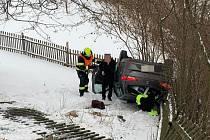 Nehoda osobního auta ve Lhotě u Vsetína - 9. 2. 2021