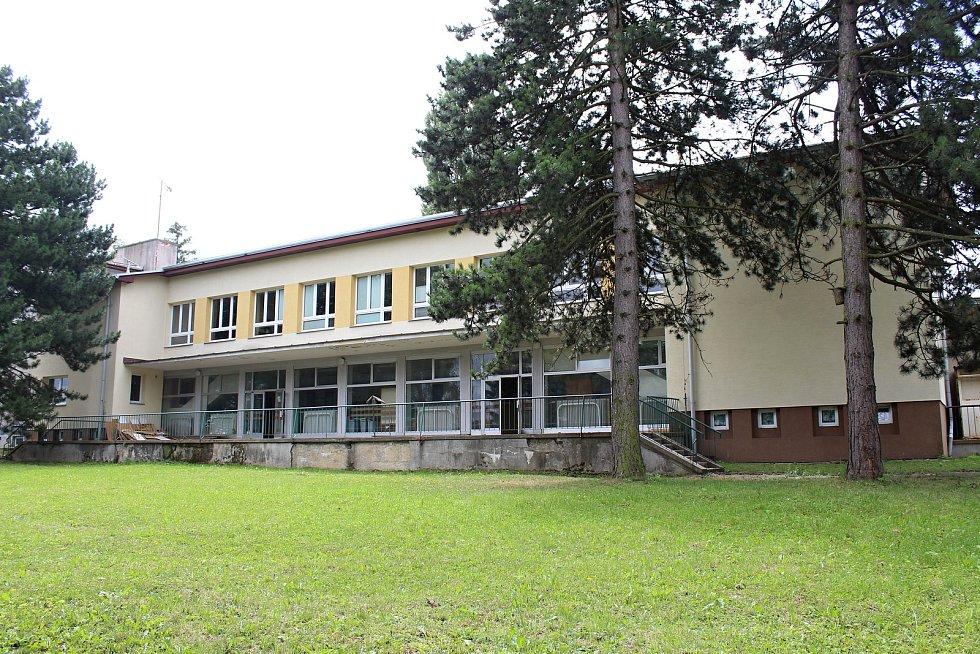 Vedení Loučky plánuje na rok 2018 rozsáhlou rekonstrukci místní základní školy. Odhadované náklady dosahují 22 milionů korun.