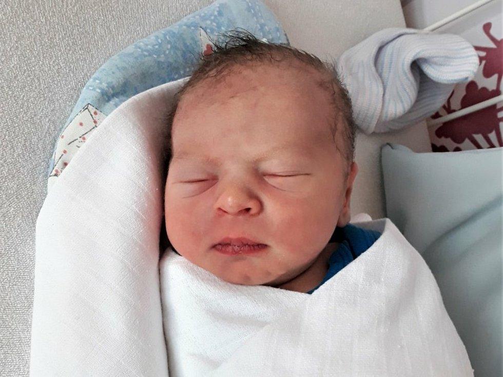 Mikuláš Duchek, Valašské Meziříčí, narozen 20. července 2021 ve Valašském Meziříčí, míra 49 cm, váha 3490 g