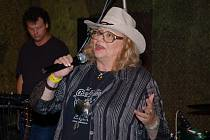 Zpěvačka Naďa Urbánková vystoupila v roce 2008 na jubilejním 10. ročníku country festivalu Starý dobrý western v Bystřičce na Vsetínsku.