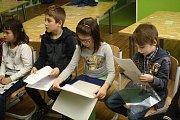 Děti z 1.A Základní školy Vsetín, Sychrov si ve středu 31. ledna 2018 přišly pro své první vysvědčení. Slovní hodnocení si převzaly z rukou učitelky Veroniky Orságové.