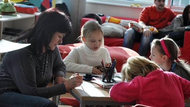 Komiksový koutek U mouchy CC v Masarykově veřejné knihovně ve Vsetíně je v provozu dva roky. Výročí oslavili knihovníci ve středu 4. února 2015 workshopem tvorby komiksů společně s dětmi z Klubu chytrých dětí Rokytnice.