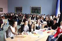 Dvanáctý ročník Psychologické olympiády se uskutečnil ve vsetínské zdravotní škole 5. a 6. dubna 2017.Celostátního kola se zúčastnilo jedenáct soutěžících, kteří prezentovali své práce, letos na téma Když člověk potká člověka.