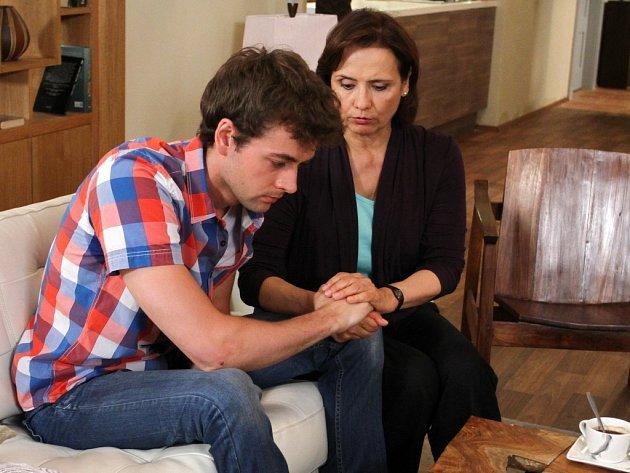 iváci se s hercem původem z Rožnova pod Radhoštěm pravidelně setkávají v seriálu Cesty domů (na snímku s Veronikou Freimanovou).