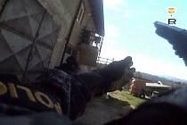 Policisté nalezli u narkomana v Rožnově pod Radhoštěm i prázdné odpalovací pouzdro protitankového granátu RPG-Nh-75.