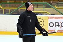 Roman Stantien už v úterý trénoval vsetínské hokejisty. Soutěžní premiéra ho čeká už ve středu na Lapači proti Porubě.