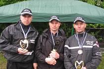Strážníci Igor Tesárek, Michal Vašut a Daniel Vašut (zleva) pokořili ostatní střelce v obou kategoriích.