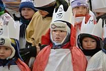 Na Hovězí vyrazilo v mrazivém sobotním ránu na padesát koledníků na Tříkrálovou sbírku.