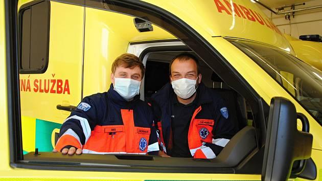 Valašskomeziříčští záchranáři Tomáš Tvrdý (vlevo) a Jakub Gallo.