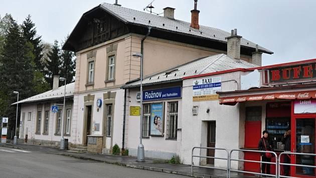 Vlakové nádraží v Rožnově pod Radhoštěm. Ilustrační foto.