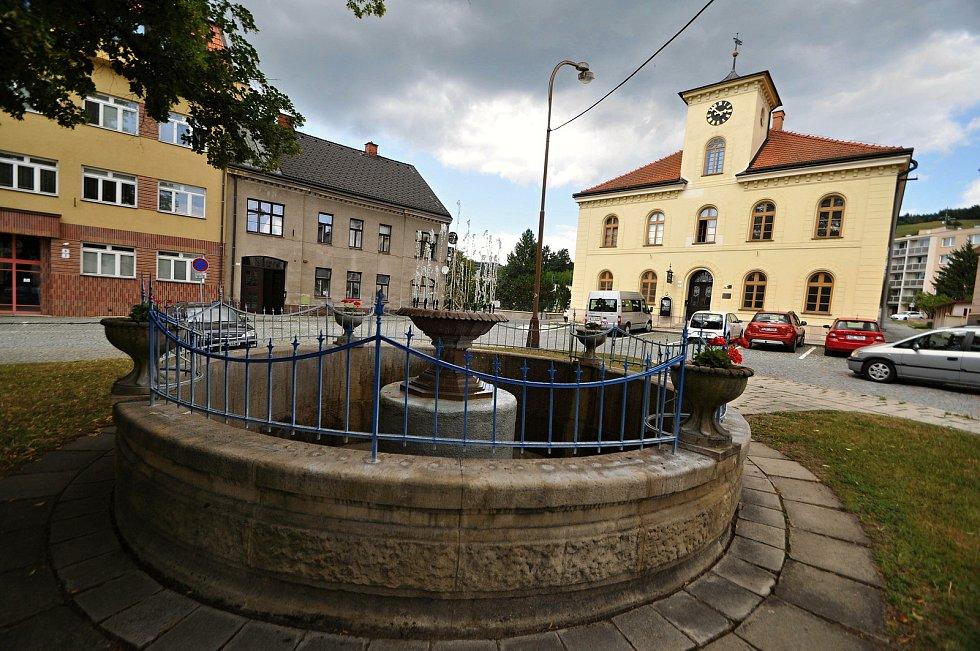 Vsetín - kašna na Horním náměstí.