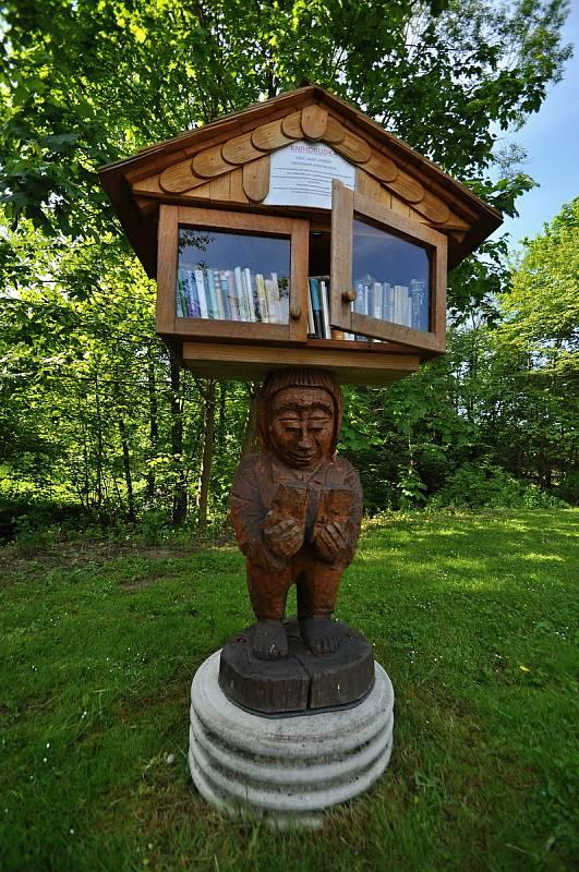Francova Lhota - knihobudka před kulturním domem