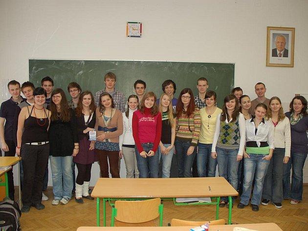 Studenti vsetínského gymnázia z oktávy.