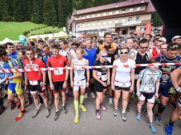 VALACHY DUATLON – závod kombinující terénní běh a horské kolo v členité krajině Beskyd, s trasami pro dospělé i děti.