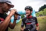 Vítěz cyklistického závodu Bike Valachy 2019 Jan Jobánek v cíli; sobota 15. června 2019, Velké Karlovice.