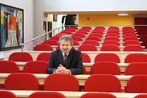 Akademický senát jmenoval od 1. října 2019 do funkce děkana Fakulty  společenských studií Karla Kostku.