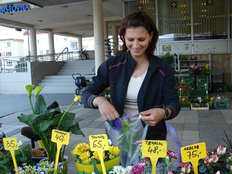 Kateřina Baletková z Jablůnky je každý den v tržnici u vsetínské radnice před šestou hodinou.