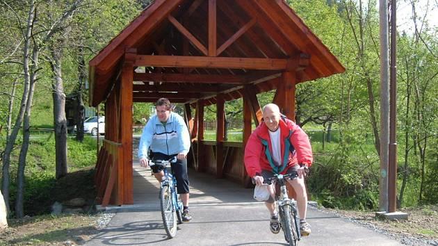 Další úsek cyklostezky zprovoznili ve Velkých Karlovicích.