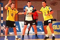 Házenkáři GUmáren Zubří (ve žlutém zleva) Marek Třeštík a Tomáš Bechný.