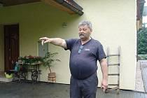 Jiřímu Bublíkovi z Poličné voda zaplavila dům i zahradu.