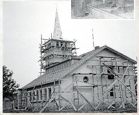 Stavba kostela v 50. letech.