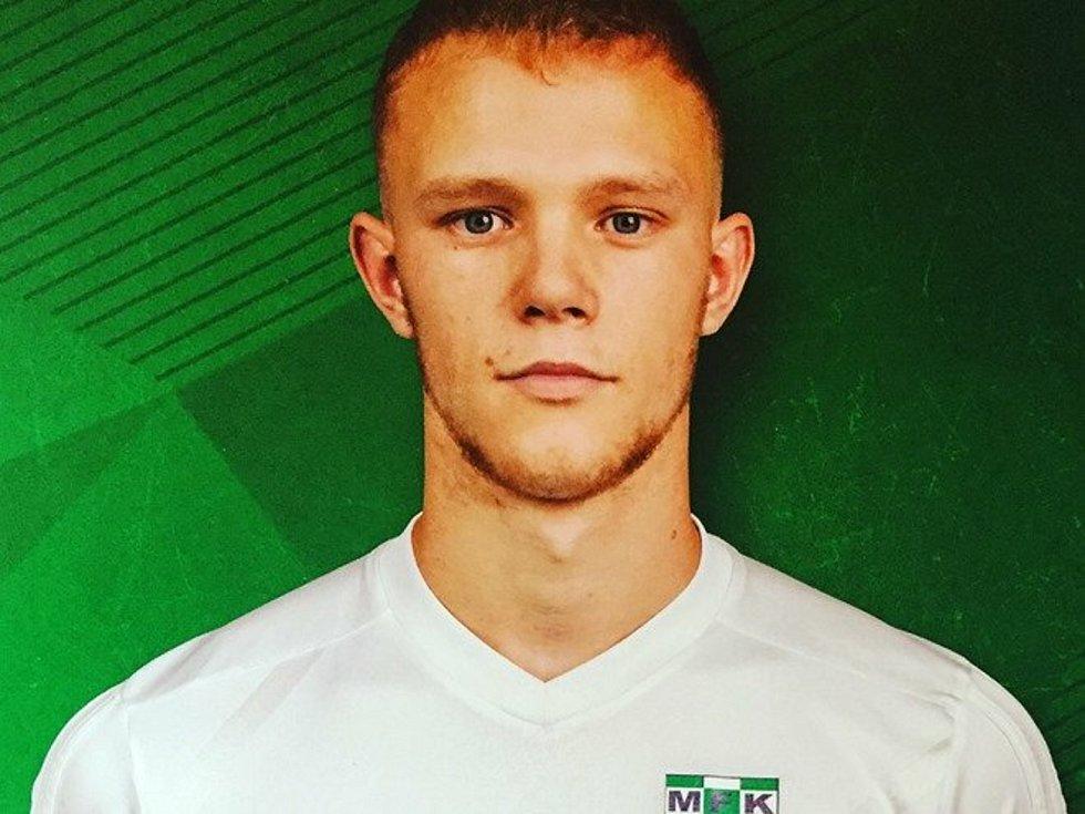 Devatenáctiletý rodák z Hrachovce Josef Šafář prošel mládeží Baníku Ostrava a Karviné, po ukončení dorosteneckého věku se ale vrátil zpátky domů.