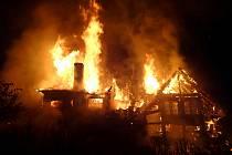 Hasiči zasahovali v úterý 18. května 2021 u rozsáhlého požáru rodinného domu ve Valašském Meziříčí - Podlesí.