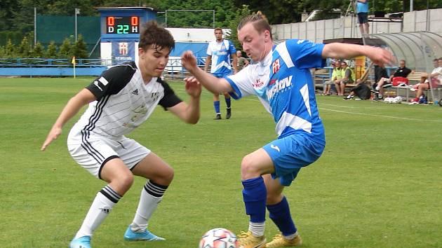Fotbalisté Vsetína (v modro-bílých dresech). Ilustrační foto.