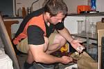 STŘEPY. Mezi nalezenou keramikou byly také střepy s olověnou a manganovou glazurou. Archeologové našli majoliku.