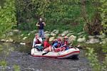 Vsetínský Turistický oddíl mládeže Skorci uspořádal ve středu 1. května 2013 tradiční Prvomájové splutí řeky Bečvy.