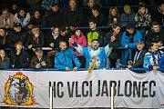 Šesté kolo kvalifikace o WSM ligu, zápas mezi týmy HC Vlci Jablonec nad Nisou a VHK ROBE Vsetín, se odehrálo 13. dubna na zimním stadionu v Jablonci nad Nisou. Na nsímku fanoušci Jablonce.