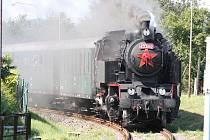 Na Formanský den do Velkých Karlovic návštěvníky dovezl historický vlak tažený parní lokomotivou.