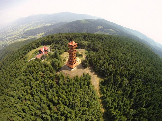Rozhledna na vrcholu Velkého Javorníku v Moravskoslezských Beskydech.