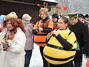 Prastarý svátek Masopust oslavili v sobotu v Rožnově pod Radhoštěm stovky lidí.Masopustní obchůzky z Valašska předvedly skupina masek z Francovy Lhoty a Valašský soubor písní a tanců Javořina z Rožnova p. R.