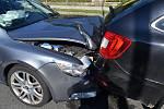 Řidič kamionu nedodržel v pondělí 19. června 2017 ve vznikající koloně bezpečnou vzdálenost. Výsledkem byla hromadná srážka pěti aut.