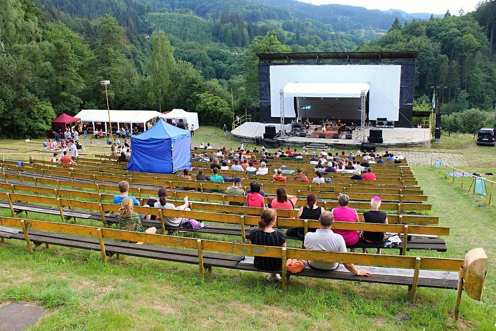 Hudební festival Andělská Bystřička v areálu letního kina v Bystřičce na Vsetínsku.