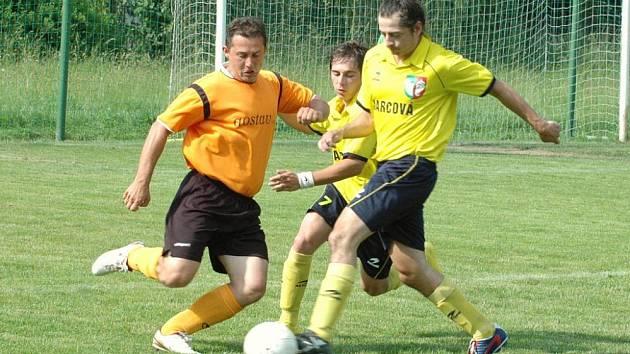 V zápase vsetínské III. třídy Podlesí B (oranžové dresy) prohrálo s Jarcovou 1:4.