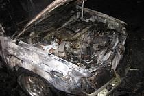 Požár auta v Dinoticích.