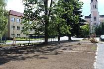 Ve Vidči se rozhodli obnovit zeleň v centru vesnice.