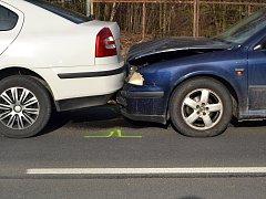 Ve Vsetíně - Lázkách se ve středu 4. dubna 2018 srazila čtyři osobní auta.