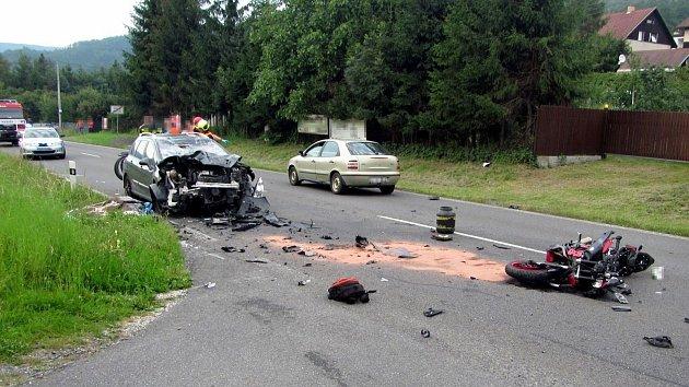 Tragická nehoda motorkáře s autem v Dolní Bečvě - 1. srpna 2018