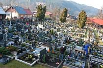V sobotu se na hřbitově ve Velkých Karlovicích konaly zkoušky způsobilosti hrobníků.