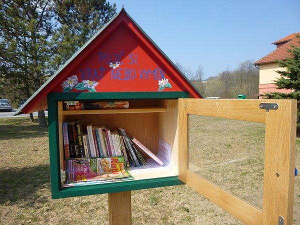 Sousedskou knihobudku mají již několik dní možnost využívat obyvatelé, ale inávštěvníci Horní Lidče.
