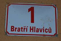 Ulice bratří Hlaviců je hlavní silnicí protínající největší vsetínské sídliště Sychrov.