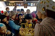 Skanzen v Rožnově pod Radhoštěm už tradičně zorganizoval pro školy prohlídku lidových zvyků spojených s adventem – Vánoce na dědině