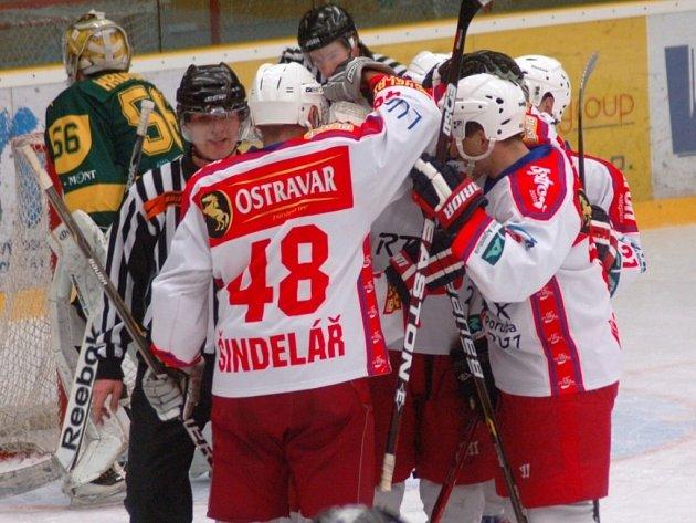 Hokejisté Poruby přešli ve čtvrtfinále play off přes Vsetín v poměru 3:0 na zápasy.