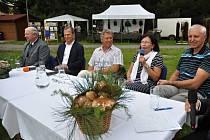Společnost Lesy a statky Tomáše Bati uspořádala v Loučce vzpomínkovou slavnost nazvanou Oslavy Baťových výročí.