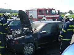Technická závada na elektroinstalaci zapálila auto zaparkované v průmyslovém areálu v Lešné u Valašského Meziříčí.
